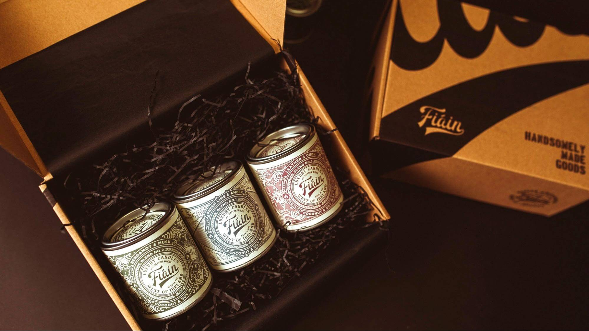 Fiain candles in an eco mailer box from packhelp